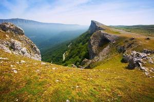vue sur le paysage de montagnes photo