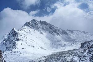 beau paysage de montagnes. photo