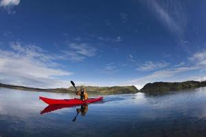 homme, canot aviron, dans, encore, lac photo