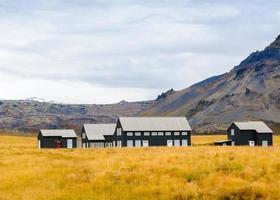 paysage islandais avec maisons traditionnelles, Islande