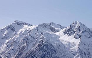 montagnes du Caucase en hiver photo