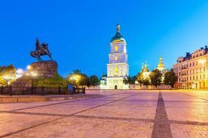 paysage du soir de la place sofia à kyiv, ukraine