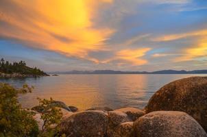 Coucher de soleil sur le lac Tahoe photo