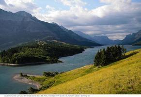 montagne et lac photo