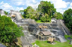 ruines et pyramides de tikal
