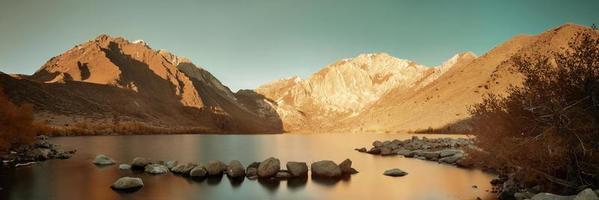 lac de montagne de neige photo
