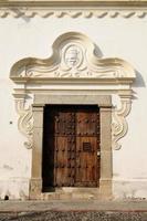 Guatemala, maison coloniale dans la ville d'Antigua photo
