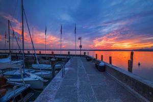 port climatique à sirmione sur le lac de garde photo