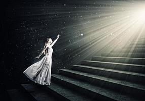 femme en blanc photo