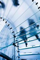 escalier en verre moderne photo