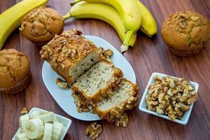 pain aux bananes et aux noix photo