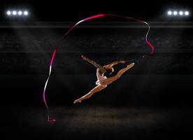 fille engagée gymnastique d'art photo