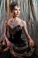 ballerine debout dans les coulisses avant de monter sur scène photo