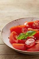 salade de tomates fraîches photo