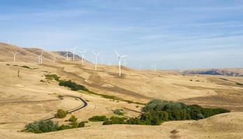 éoliennes dans les gorges de la rivière columbia photo