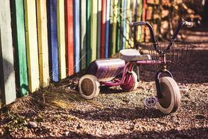 tricycle pour aire de jeux photo