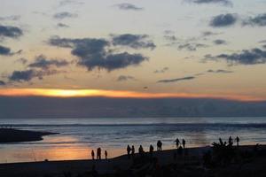 plage coucher de soleil feu photo