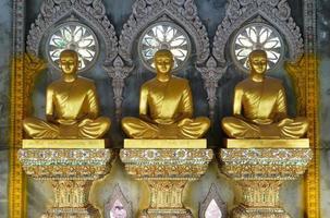 statue de Bouddha au Phrama Jedi Chai Mongkol photo