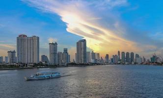 vue sur la rivière chao phraya photo