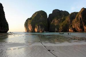 Maya Bay pendant le coucher du soleil, Thaïlande