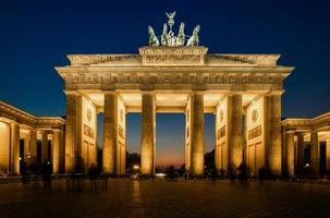 Porte de Brandebourg (Brandenburger Tor) en début de soirée photo
