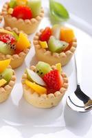 gâteaux de pâtisserie aux fruits photo