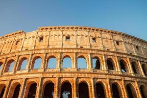Colisée au coucher du soleil à Rome, Italie