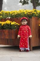 portrait, de, petite fille, dans, robe traditionnelle photo