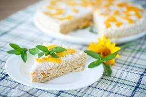 gâteau aux gaufres aux pêches et à la crème photo