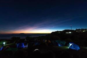 matin sur les montagnes bivouac tente photo