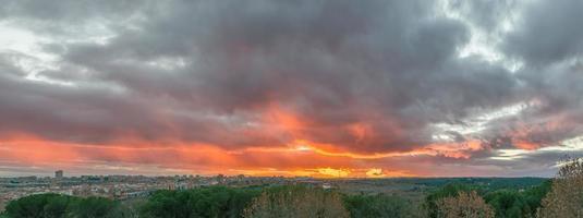 ciel coucher de soleil à madrid photo
