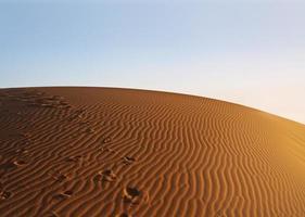 coucher de soleil sur le désert du sahara photo