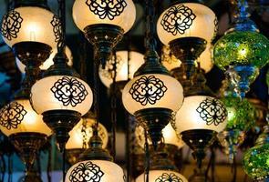 lanternes traditionnelles en mosaïque turque photo
