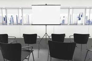 écran de projection et chaises photo
