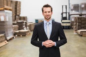 directeur d'entrepôt, mains ensemble photo