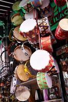 tambours en bois colorés