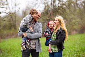 portrait de vie de famille à l'extérieur photo