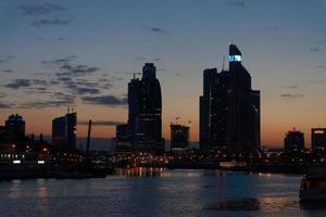 coucher de soleil sur la ville de moscou. photo