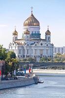 cathédrale du christ sauveur et rivière moskva photo