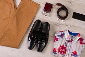vêtements et accessoires pour hommes. photo