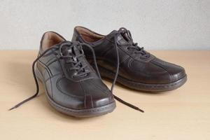 chaussures homme marron foncé photo