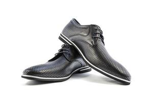 chaussures classiques en cuir d'été pour hommes sur fond blanc photo