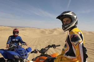 homme, équitation, quadbike, dans, désert photo