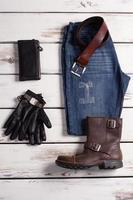 collage de vêtements pour hommes modernes. photo
