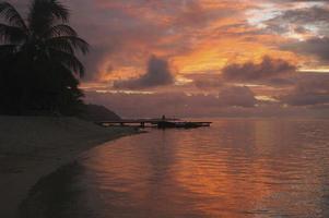beau coucher de soleil tropical