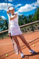 femme jouant au tennis photo
