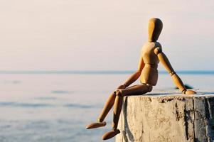 figure féminine en bois photo
