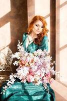 femme, siiting, fenêtre, intérieur, vendange, luxe photo