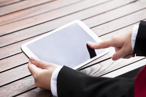 femme affaires, tenue, tablette numérique, dehors photo