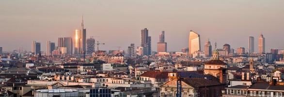 Milan, nouvelle skyline 2013 au coucher du soleil photo